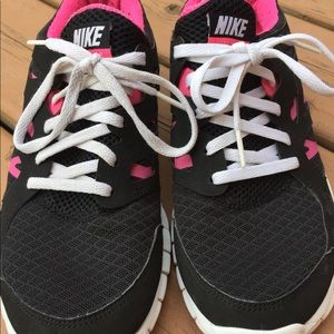 Nike runners size 6Y
